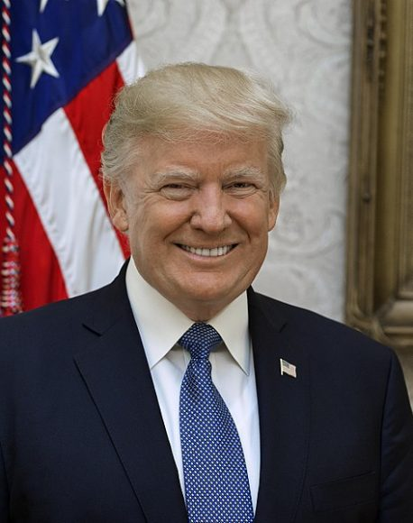 Photo of ٹرمپ کے مصافحے کے  اندازسے خوفزدہ پرتگالی صدر نے امریکی صدرسے ہاتھ ملاتے ہوئے ایسا کام کردیا کہ کسی کے وہم و گمان میں بھی نہ ہوگا،شدید شرمندگی کا سامنا