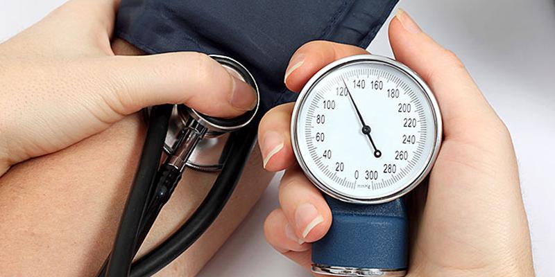 Photo of بلند فشار خون ایک خاموش قا تل ہے اس سے بچنے کے لیے ہمیں کیا کرنا چاہیے ؟ ڈاکٹر عبدالحفیظ کی ثمر آور نصیحتیں
