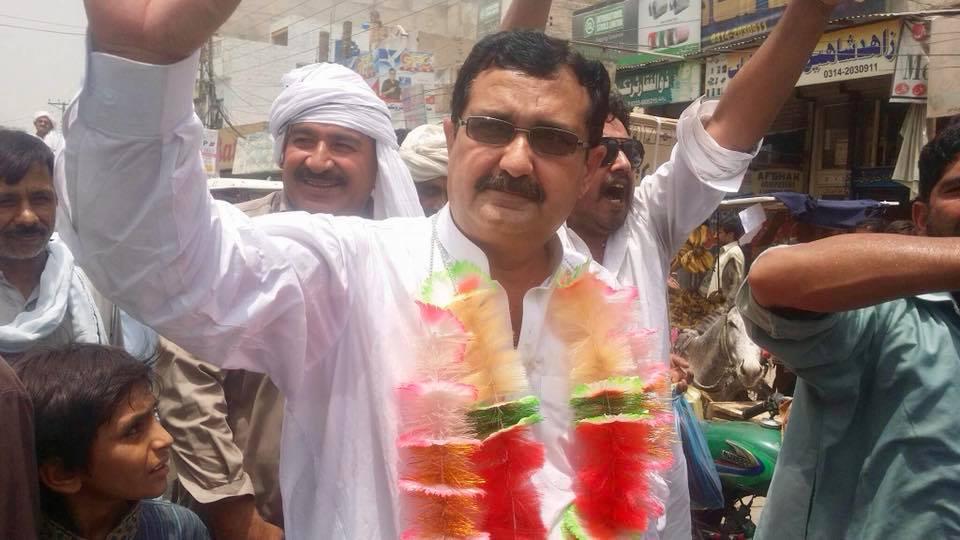 Photo of ملک طاہر محمود پتل صاحب حلقہ 279 کے لئے کاغذات نامزدگی جمع کرواتے ہوئے