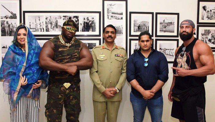Photo of بین الاقوامی ریسلرز سیزن 2018 کے مقابلوں کیلئے پاکستان پہنچ گئے