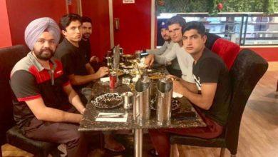 Photo of پاکستانی کرکٹرز اور بھارتی ڈرائیور کے برتاؤ نے سب کے دل جیت لیے