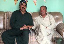 Photo of ملک سلطان ہنجرا صاحب کی ڈاکٹر شیبر قریشی کے بھائی کی تعزیت کے لئے ان کے گھر آمد